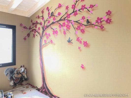 Arbre à Fleur En Peinture Sur Mur Crépis Dans Chambre De